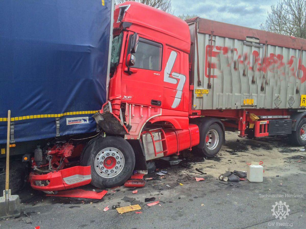 Verkehrsunfall mit mehreren LKW's A9