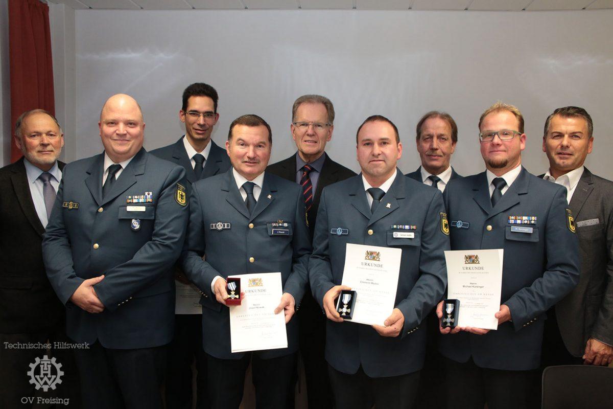 Vier verdiente Einsatzkräfte mit Ehrenzeichen des bayerischen StMi d. Innern ausgezeichnet