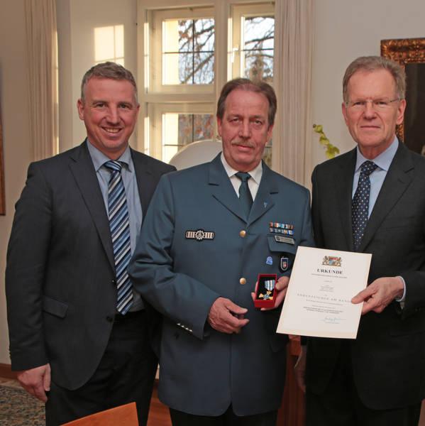 Verleihung Ehrenzeichen Gold am Bande an Manfred Kürzinger