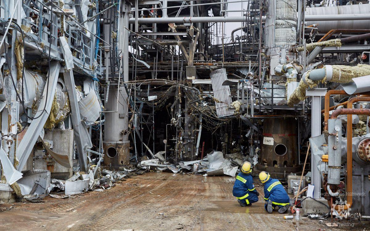 Abstütz-Einsatz nach Explosion einer Raffinerie in Vohburg