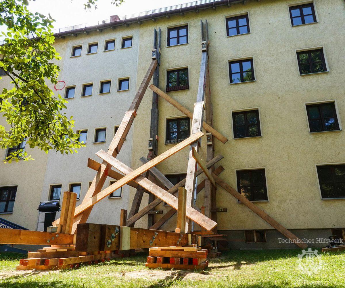 Drei Bayerischen THW Abstützspezialisten treffen sich in Freising um gemeinsam zu üben
