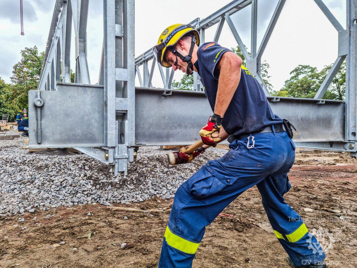 Freisinger Kräfte unterstützen beim Bau weiterer vier Behelfsbrücken im Ahrtal.